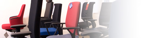 Blick in das Sitzstudio mit Produkte mit Gütesiegel der Aktion Gesunder Rücken. Zertifizierte Ergonomieberatung.