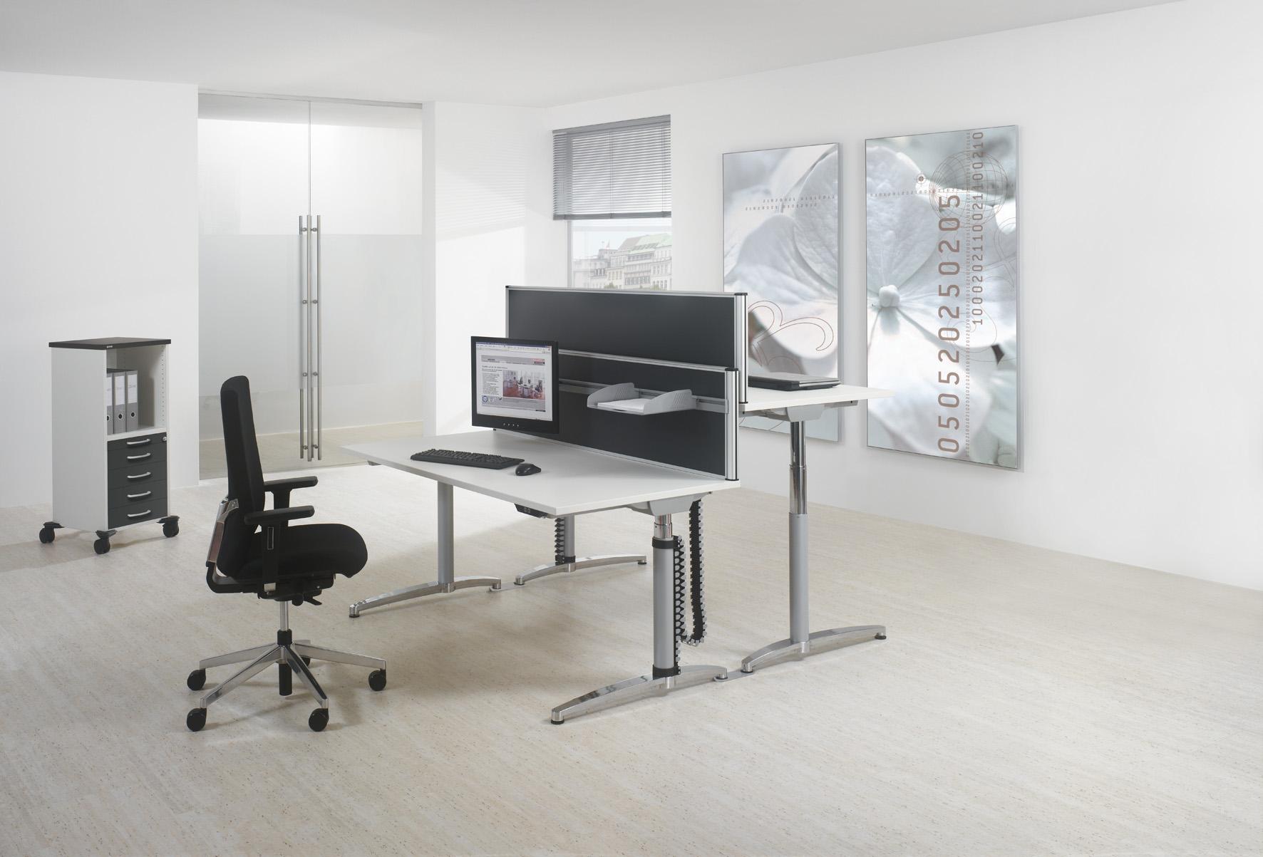 steh sitz tische ausprobieren in unserer ausstellung aktuell 3 modelle vorr tig b ros in. Black Bedroom Furniture Sets. Home Design Ideas