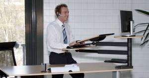 desk top tischstehpult mit monitorplatte und tatstaturplatte officeplus buero-ideen.de webshop sofort lieferbar preiswert