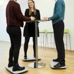 STEPPIE - balance-board im Einsatz bei der Gruppenbesprechung am Stehtisch