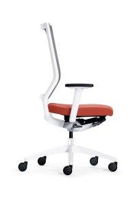 sedus-quarterback Bürodrehstuhl in Modellfarbe weiß Ansicht von der Seite