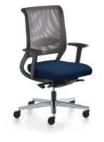 Der Blaue Engel für sedus netwin - hier sedus netwin orthopädischer BüroDrehstuhl Seitenansicht ergonomisch geformte Rückenlehne Büro-Goertz Darmstadt Sitzpolster blau / Netzrücken grau