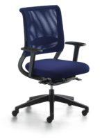 Der Blaue Engel für sedus netwin - hier sedus netwin orthopädischer BüroDrehstuhl Seitenansicht ergonomisch geformte Rückenlehne Büro-Goertz Darmstadt Sitzpolster blau / Netzrücken blau